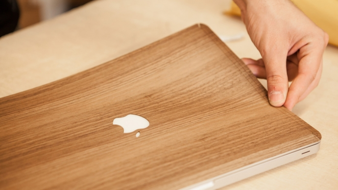 Macbook Skin: walnut second skin for your macbook