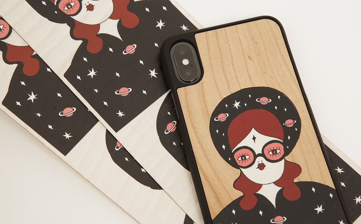 "La Fille Bertha x Wood'd iPhone Design ""Travelling into space"""